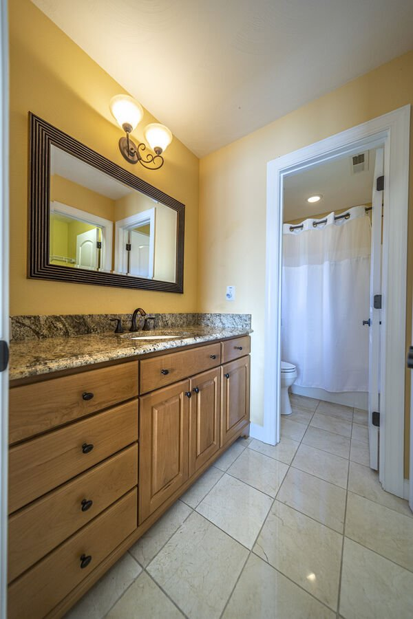 Shared Upper Bathroom Between another 2 Bedrooms