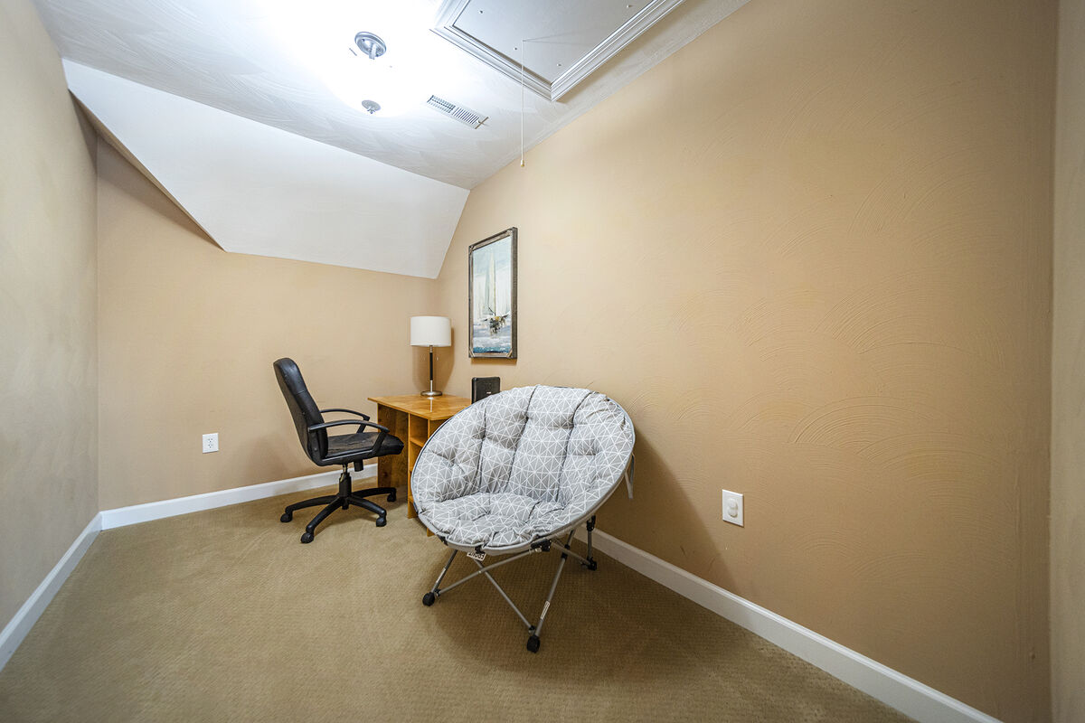 Upper Level Office area, with Desk