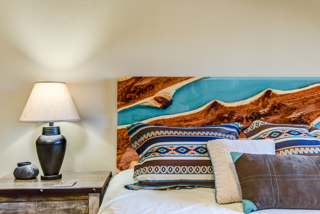 Queen Bed, Smart TV with Cable, and Access to a Full Shared Bath