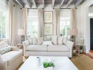 Spacious Lounge/Living Room