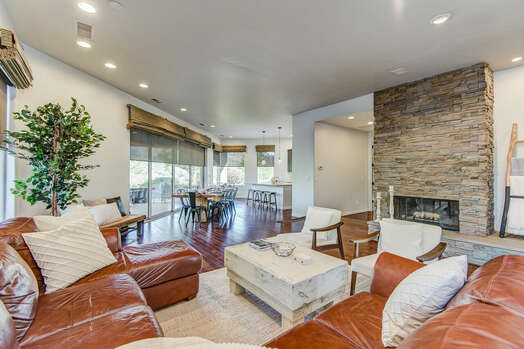 Luxury Home on the Golf Course in the Village of Oak Creek