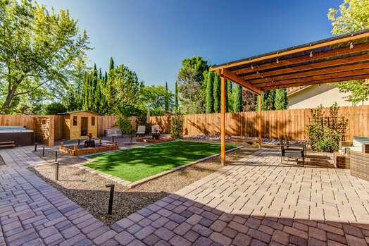 Large Private Yard - Serene and Peaceful