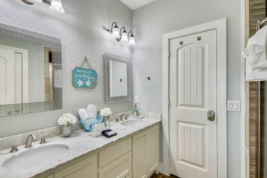 Upper Level Master Bedroom En Suite Bath