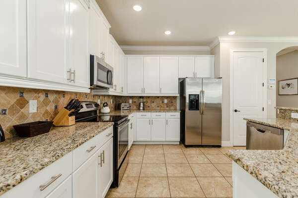 Cook delicious meals together in the fully equipped kitchen.