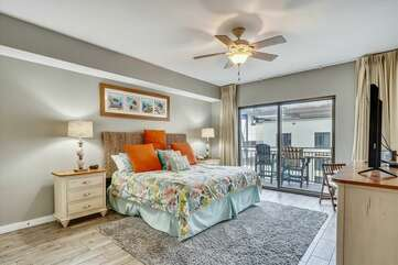 (King) Master bedroom with private balcony