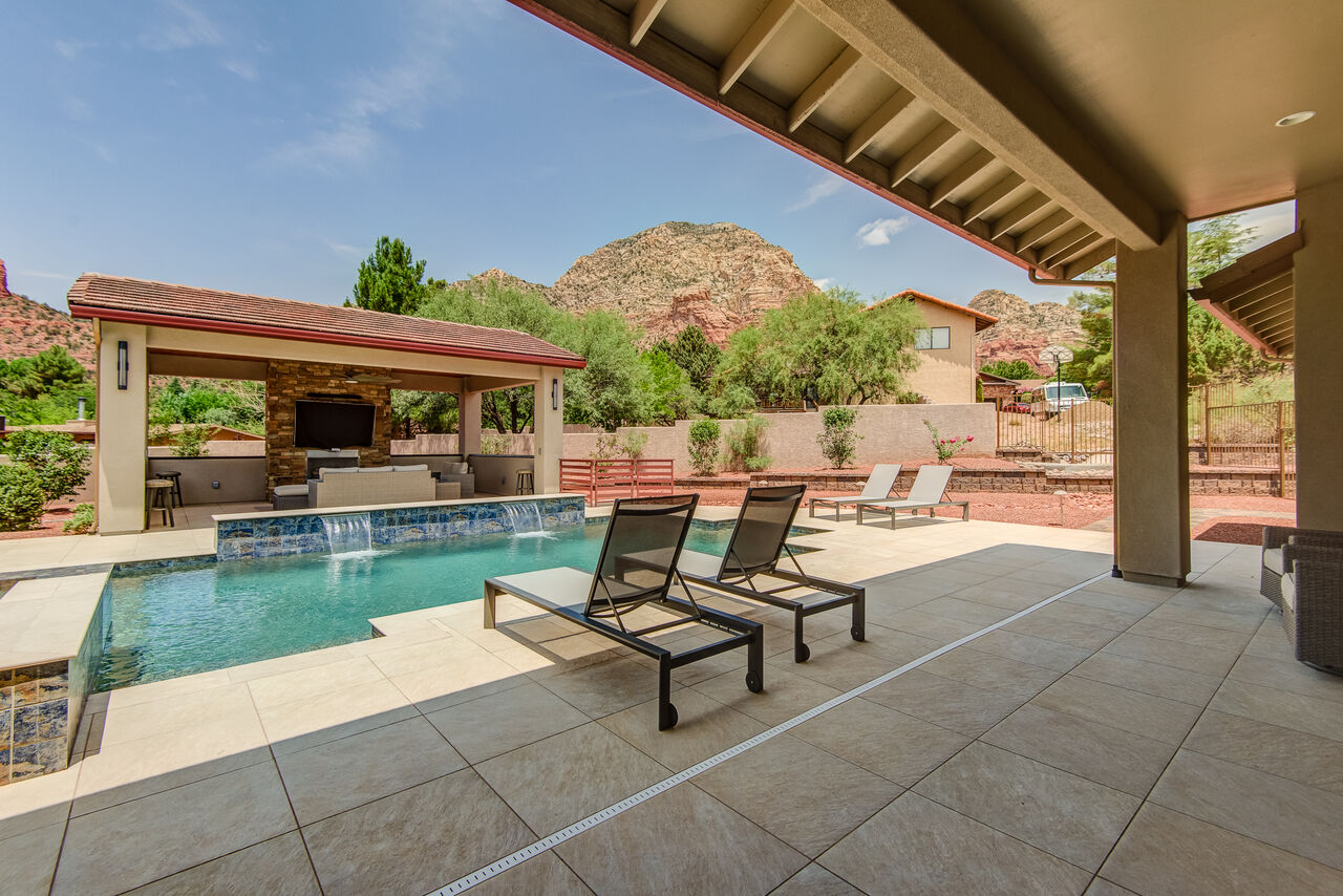 Relaxation at its Finest! With Red Rock Views!