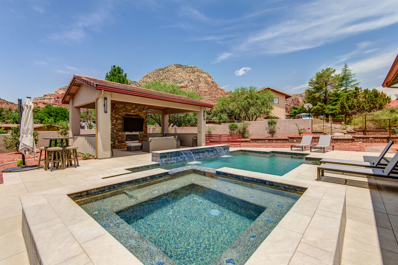 Brand New Salt Water Pool and a Very Large Hot Tub