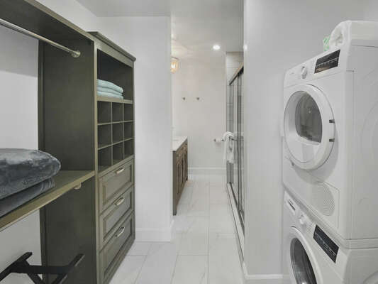 Master En-Suite with Closet and Washer/Dryer