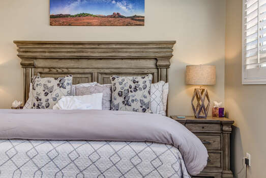 Cozy King Bed and Smart TV with Cable