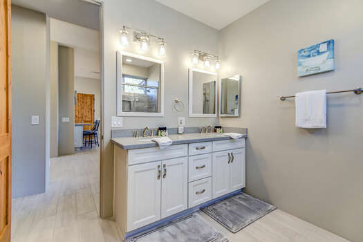 Full Shared Bath with Two Sinks and a Tub/Shower Combo