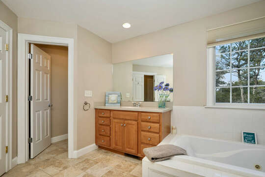 Full bathroom ensuite to Bedroom 1 - 1 Somerset Road Harwich Cape Cod - New England Vacation Rentals