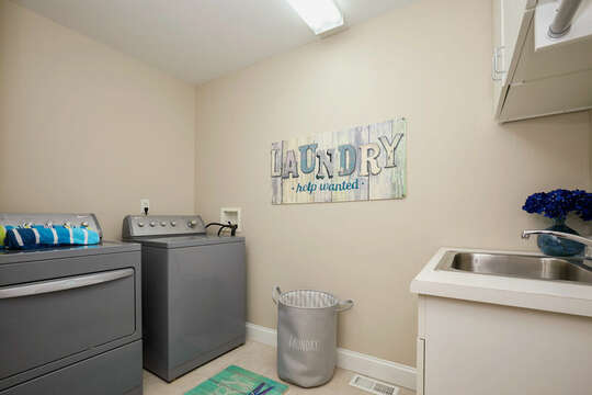 Laundry room with washer/dryer and utility sink - 1 Somerset Road Harwich Cape Cod - New England Vacation Rentals
