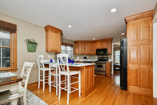 Additional seating at breakfast bar in kitchen - 1 Somerset Road Harwich Cape Cod - New England Vacation Rentals