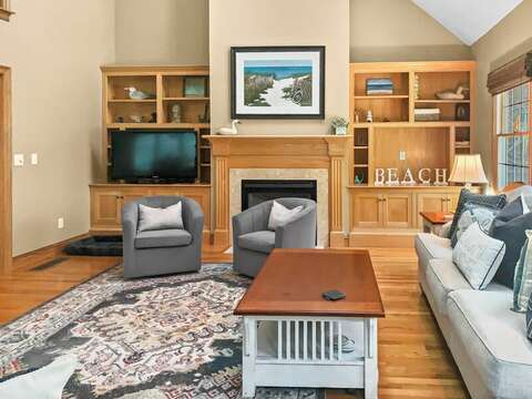 Flat screen TV, plenty of seating - 1 Somerset Road Harwich Cape Cod - New England Vacation Rentals