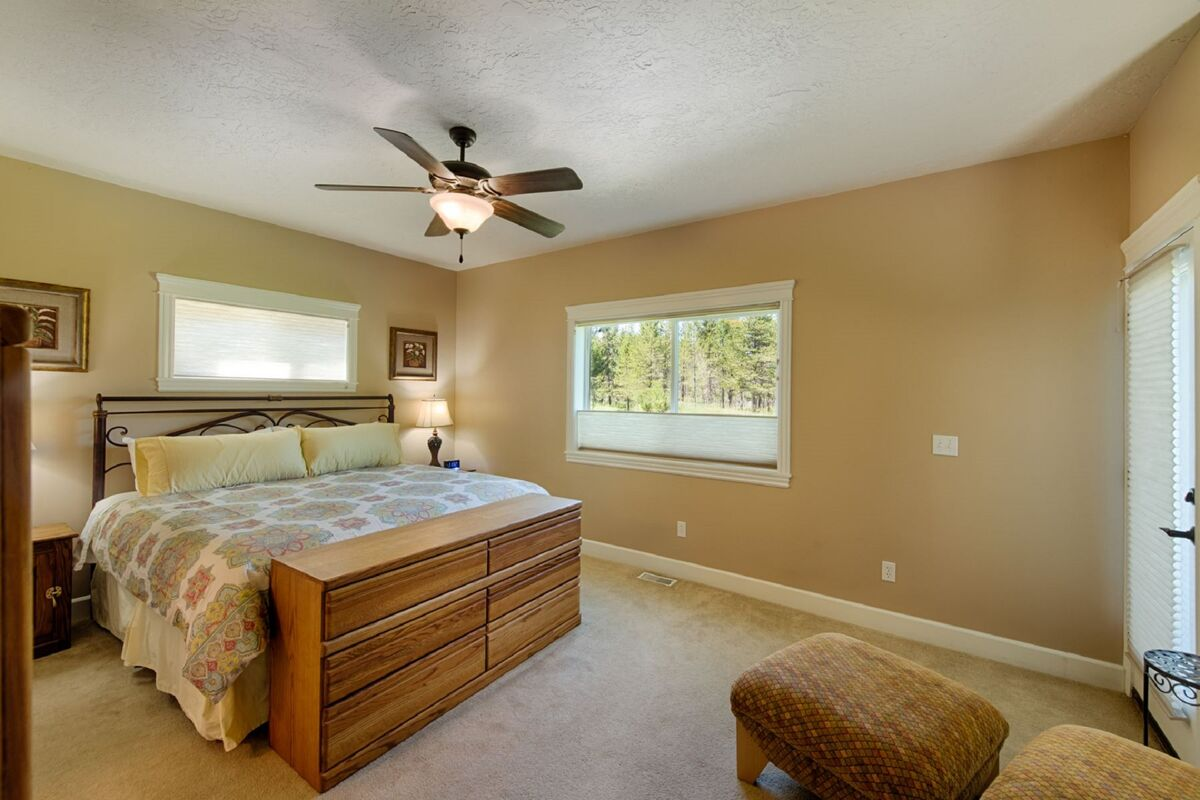 Master Suite has a king bed.