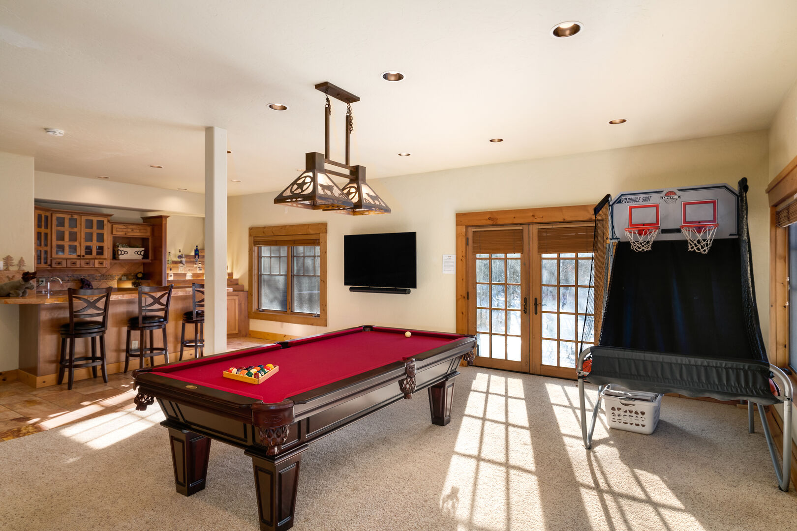 Lower level game room has it all!