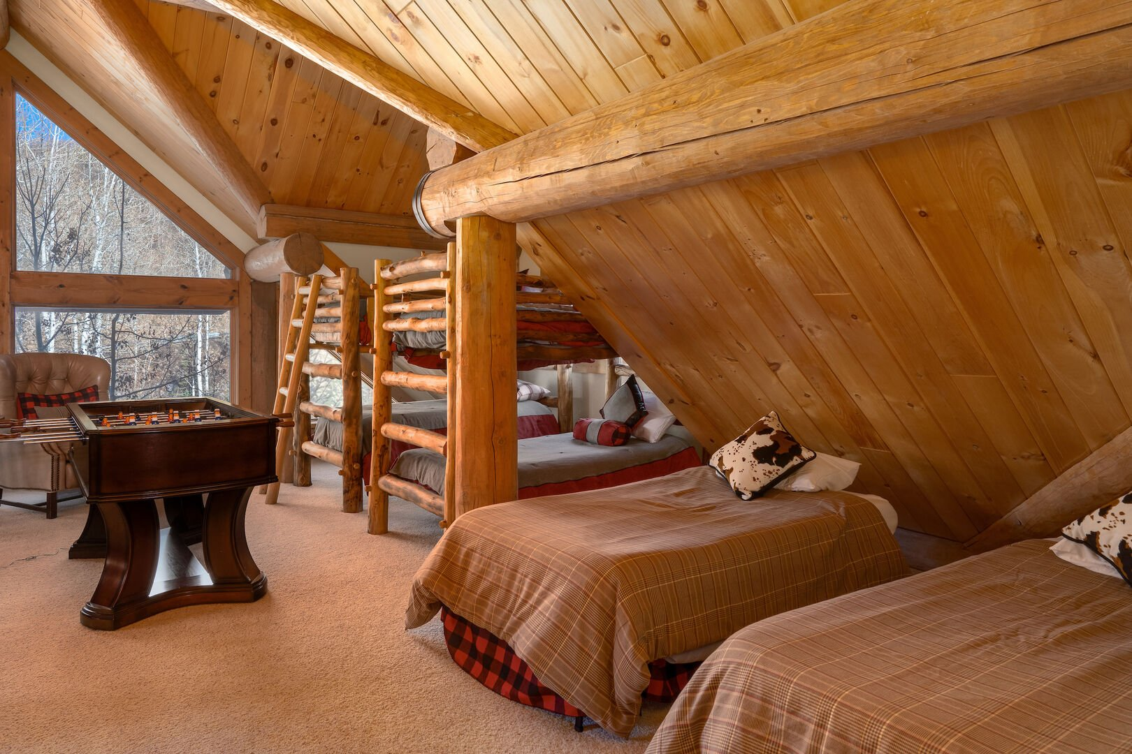 Spacious loft area - 2 bunkbeds and 2 twin beds - sleeps 6 up here!