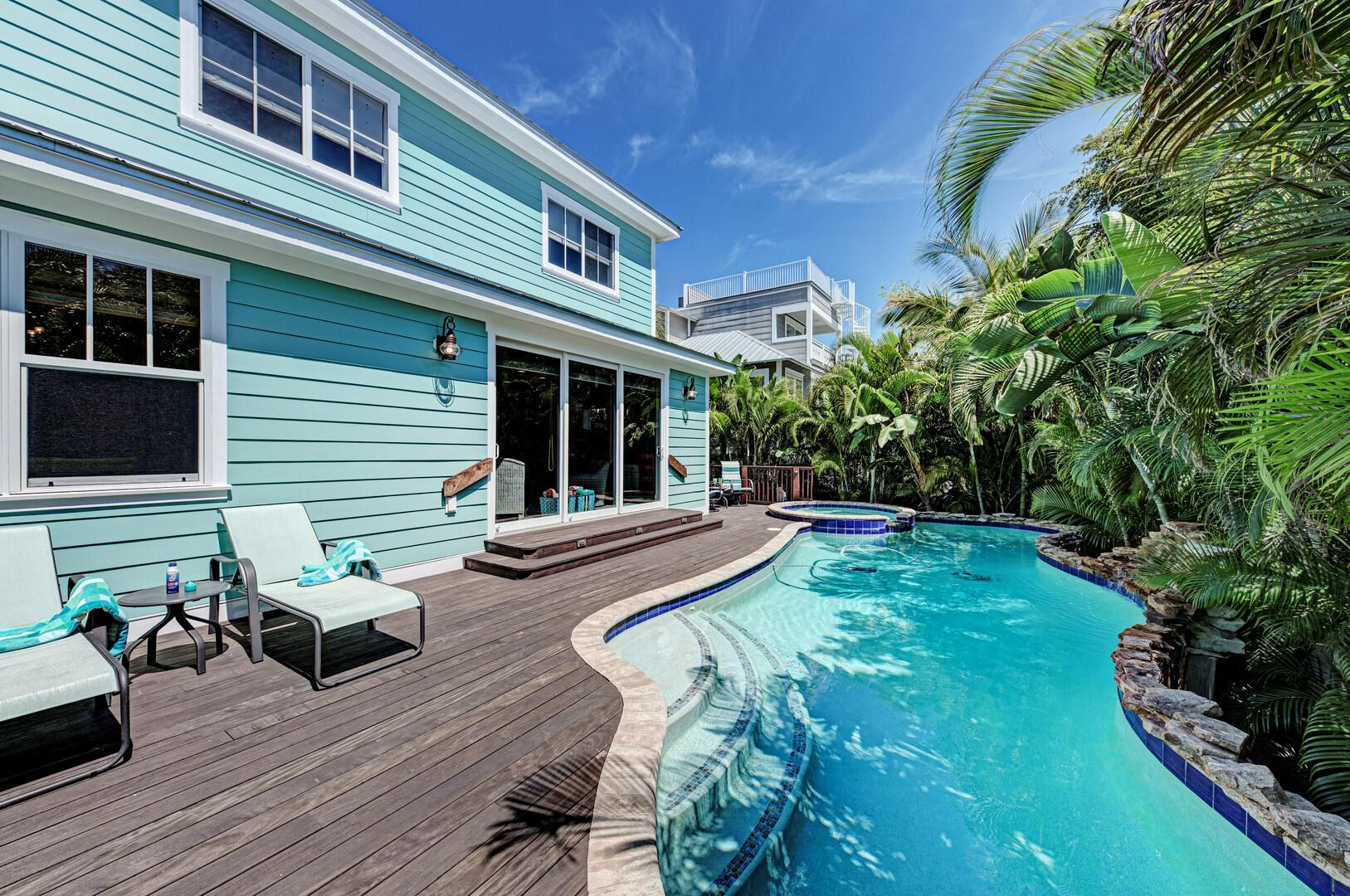 Blue Palm Paradise pool deck alternate view