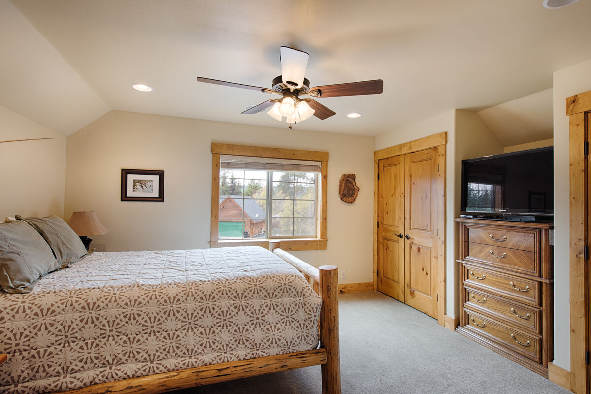 Queen bed and adult twin bed.  Large screen TV.
