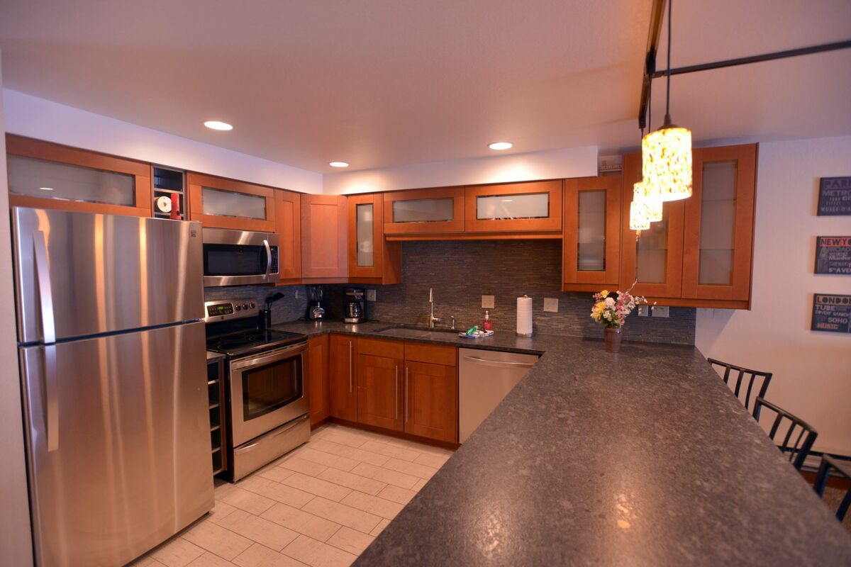 Modern, well equipped kitchen.