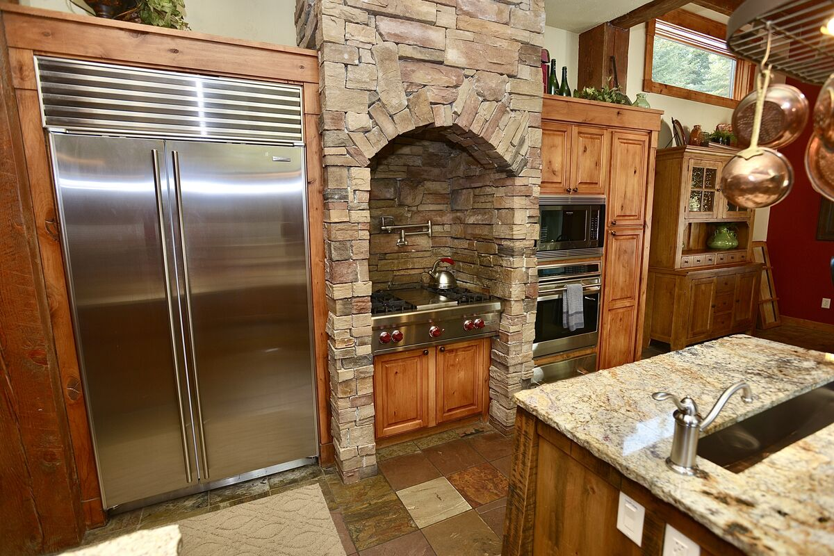 high end finishes and and stainless appliances