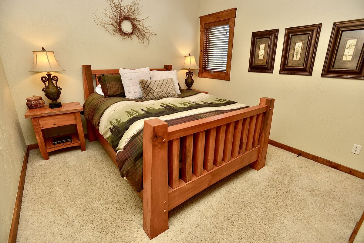 upstairs second guest room with queen