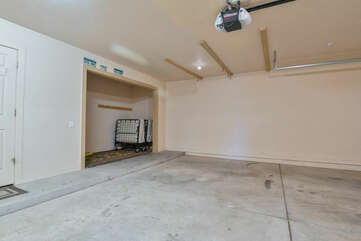 Large Garage and an Extra Cot at Moab Rental
