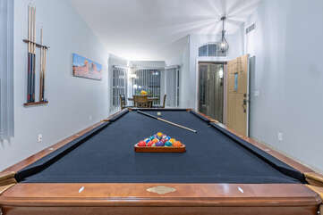 Improve your bank shot in a fun game of 8-Ball.