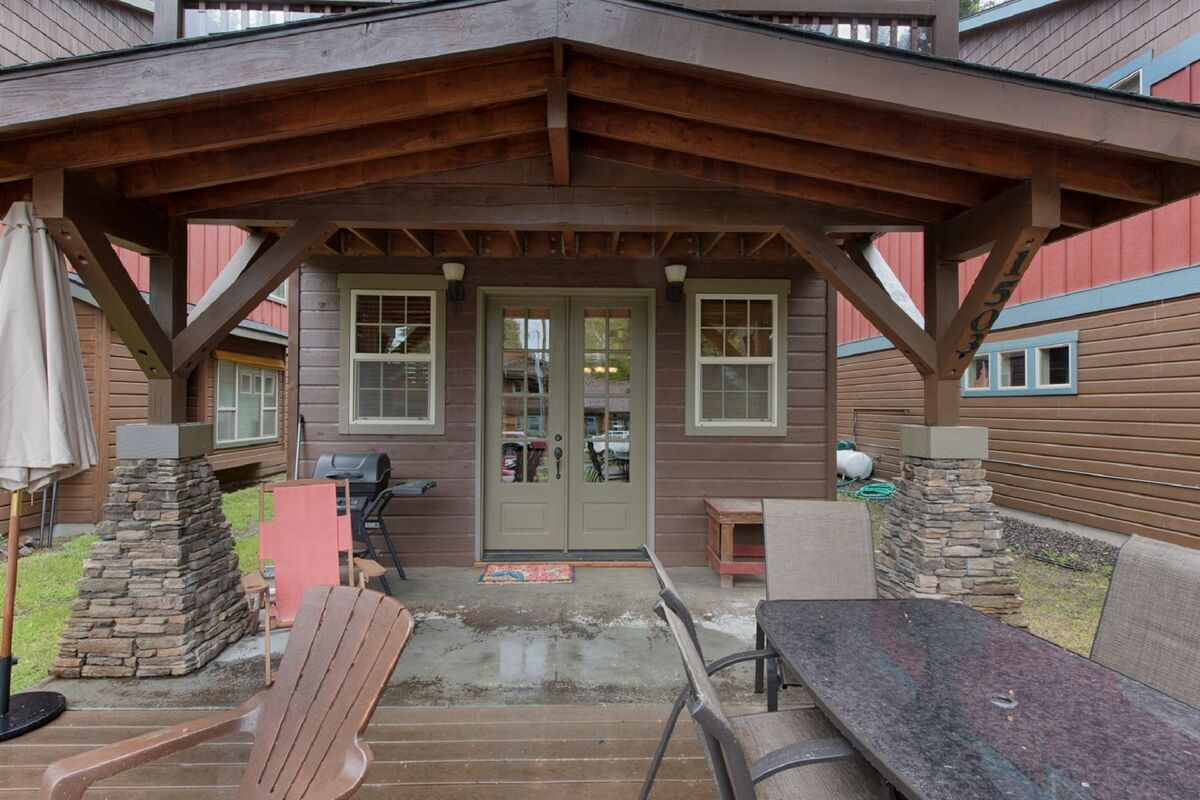 Savor an alpine sunset on the west facing deck and entry.