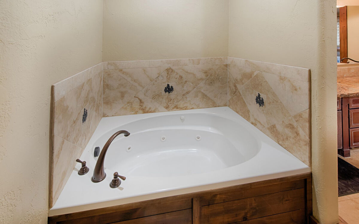 Master Bath soaking tub - ahhhh.