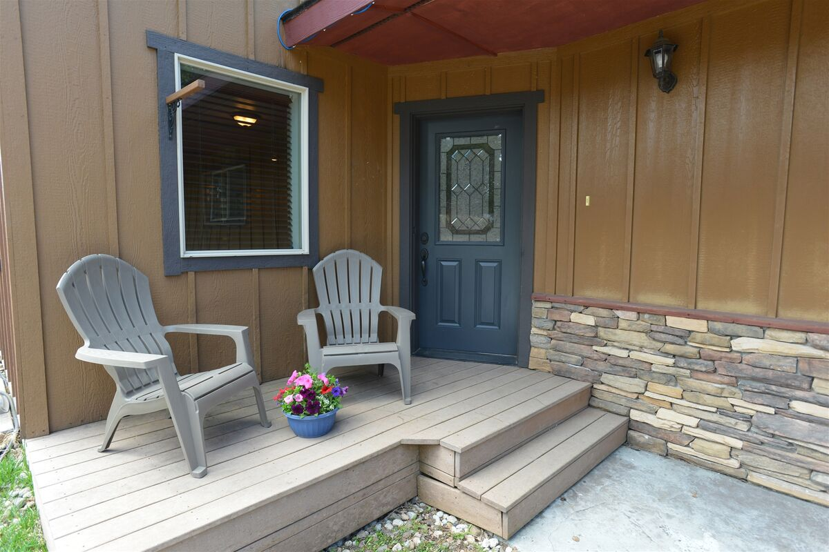 Front entry has north facing Welcome deck.