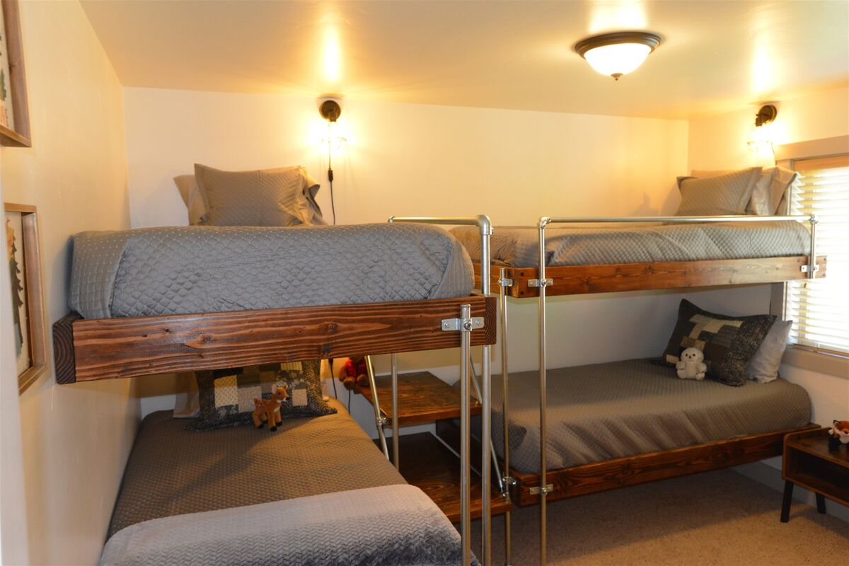 Upstairs guest bedroom with 2 twin/twin bunk sets.