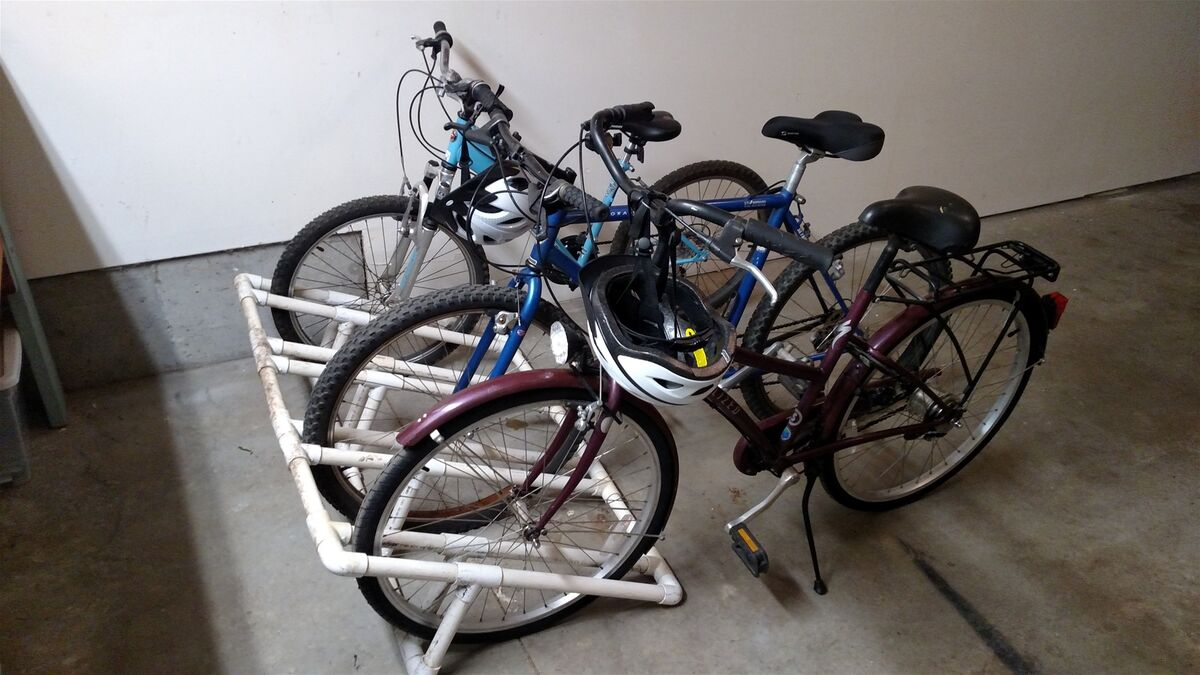 Bikes in garage for guest use. Ponderosa trails nearby.