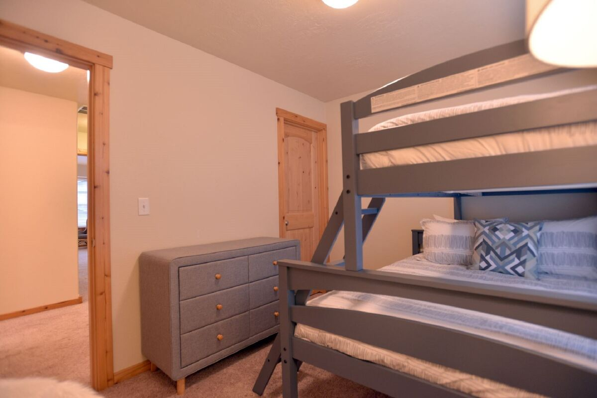 Guest bedroom with twin over full bunk set.