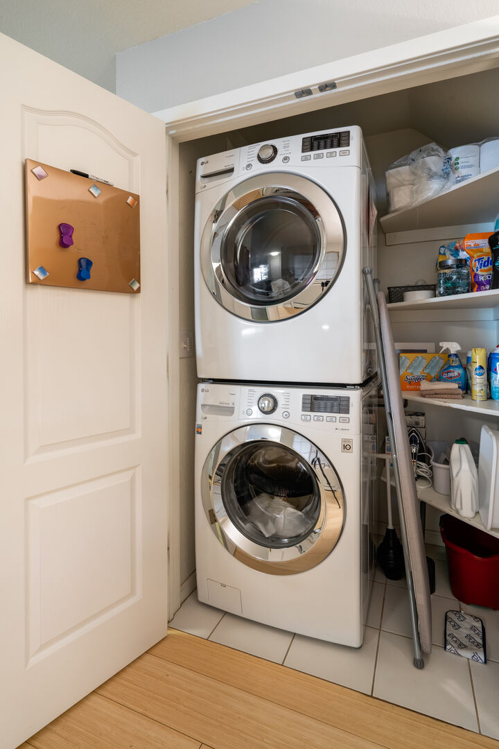 Stackable washer and dryer in the unit!!
