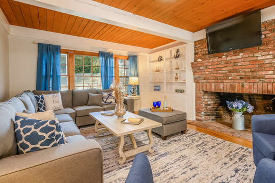 Living room with TV over fireplace - 2 Cove Road Harwich Cape Cod - New England Vacation Rentals