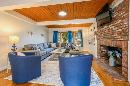 Living room with sitting area and TV - 2 Cove Road Harwich Cape Cod - New England Vacation Rentals