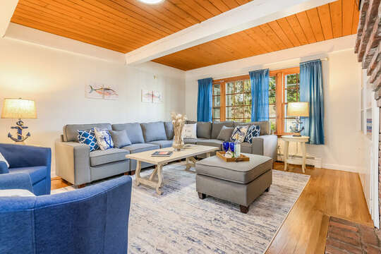 Plenty of seating in the living room - 2 Cove Road Harwich Cape Cod - New England Vacation Rentals