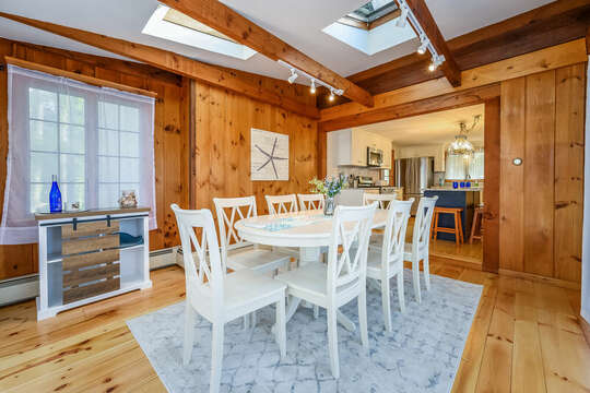 Dining rooms seats 8 - 2 Cove Road Harwich Cape Cod - New England Vacation Rentals