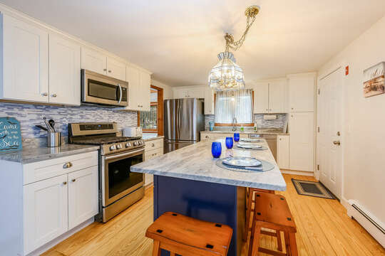 Kitchen with center island - 2 Cove Road Harwich Cape Cod - New England Vacation Rentals