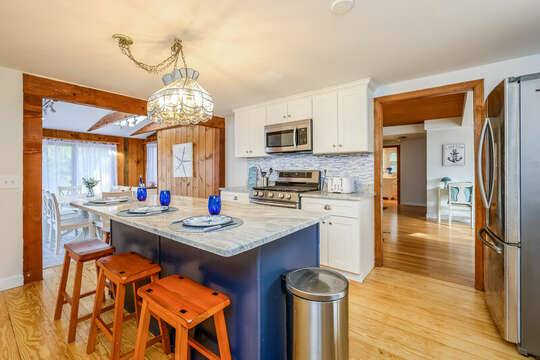Perfect spot for a quick breakfast in the kitchen - 2 Cove Road Harwich Cape Cod - New England Vacation Rentals