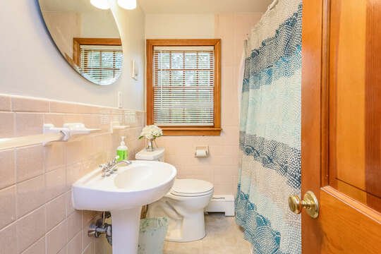 Bathroom #2 - Upper Level Full Bathroom with shower/tub combo - 2 Cove Road Harwich Cape Cod - New England Vacation Rentals
