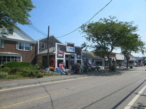 Downtown Harwich Port a short drive away - Great restaurants, shops and beaches - Cape Cod - New England Vacation Rentals