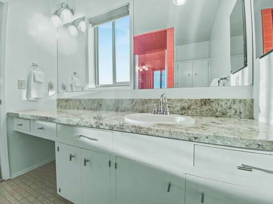 Master En-Suite Bath - Second Floor