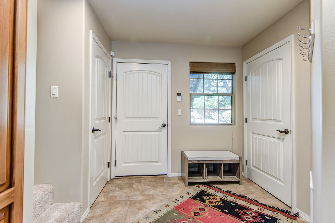 Lower/Ground Level Entryway