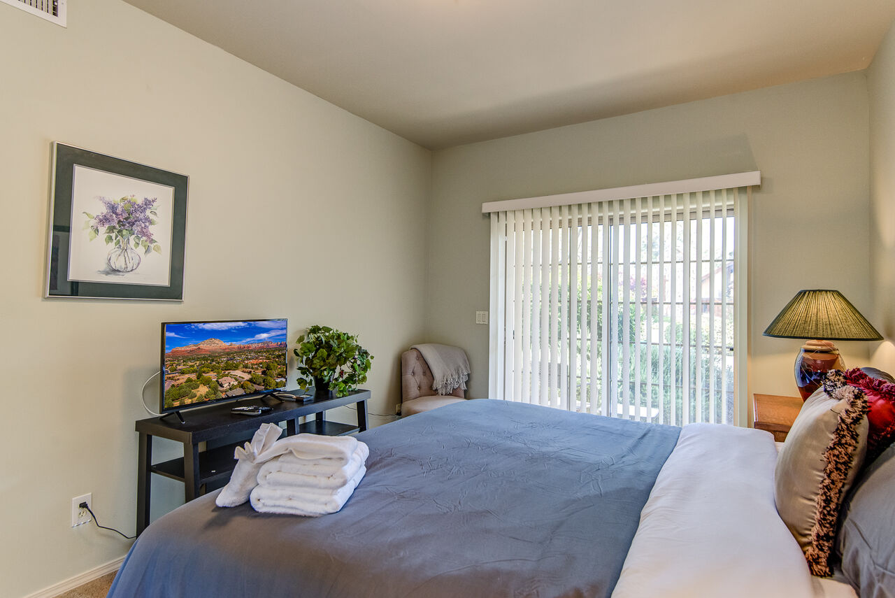 Bedroom 2 with a Smart TV with Cable Programming