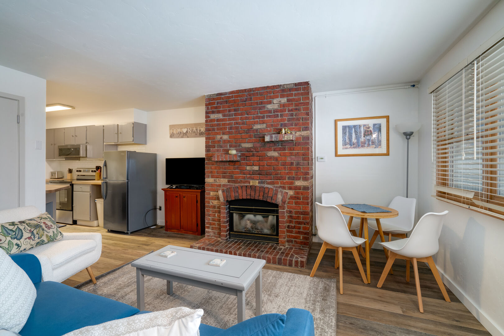 Remodeled, Fresh, Clean, Ski in/Out, 1 bed/1 Bath!!