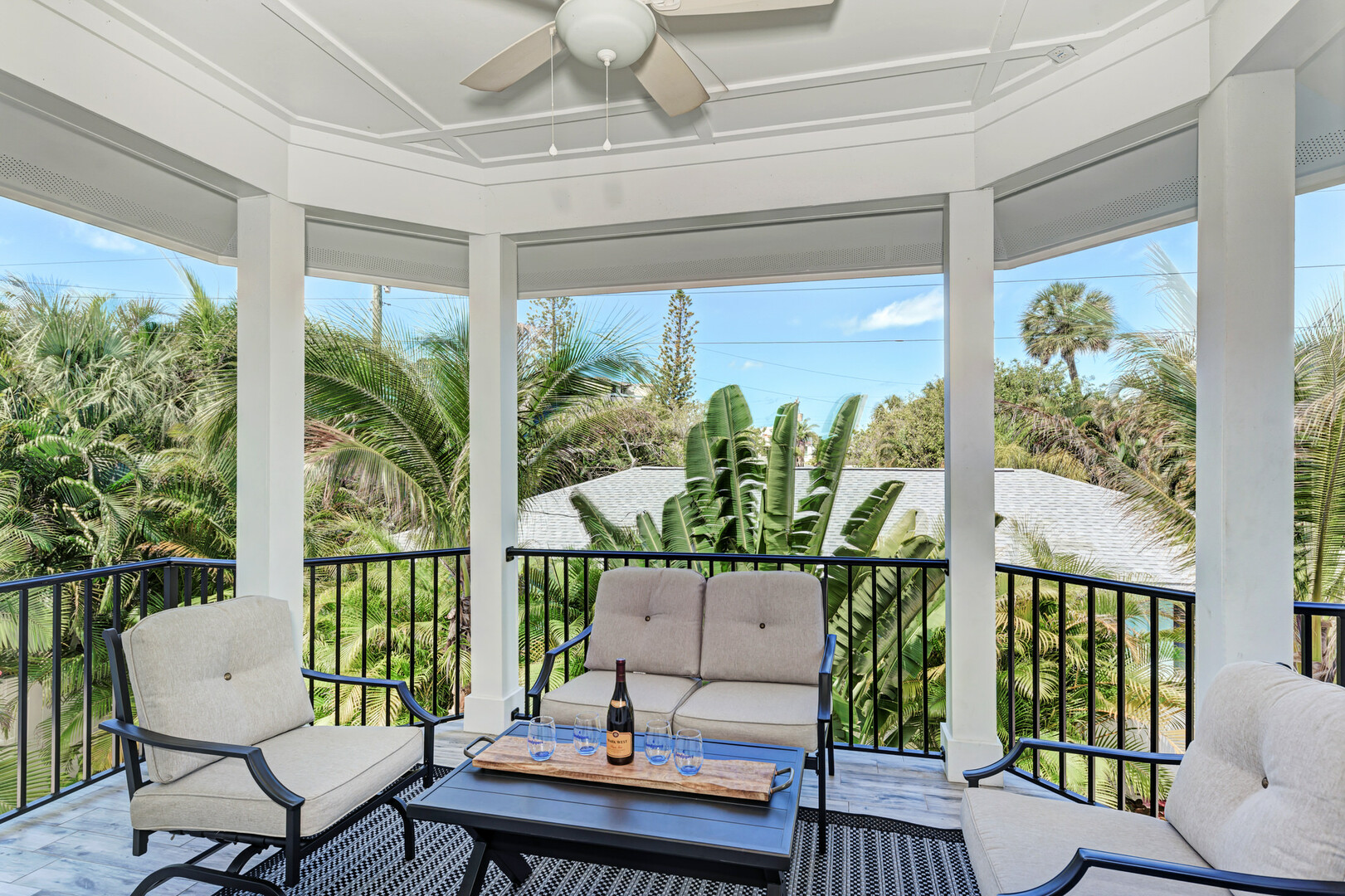 4 Sandpipers Upper balcony with patio furniture