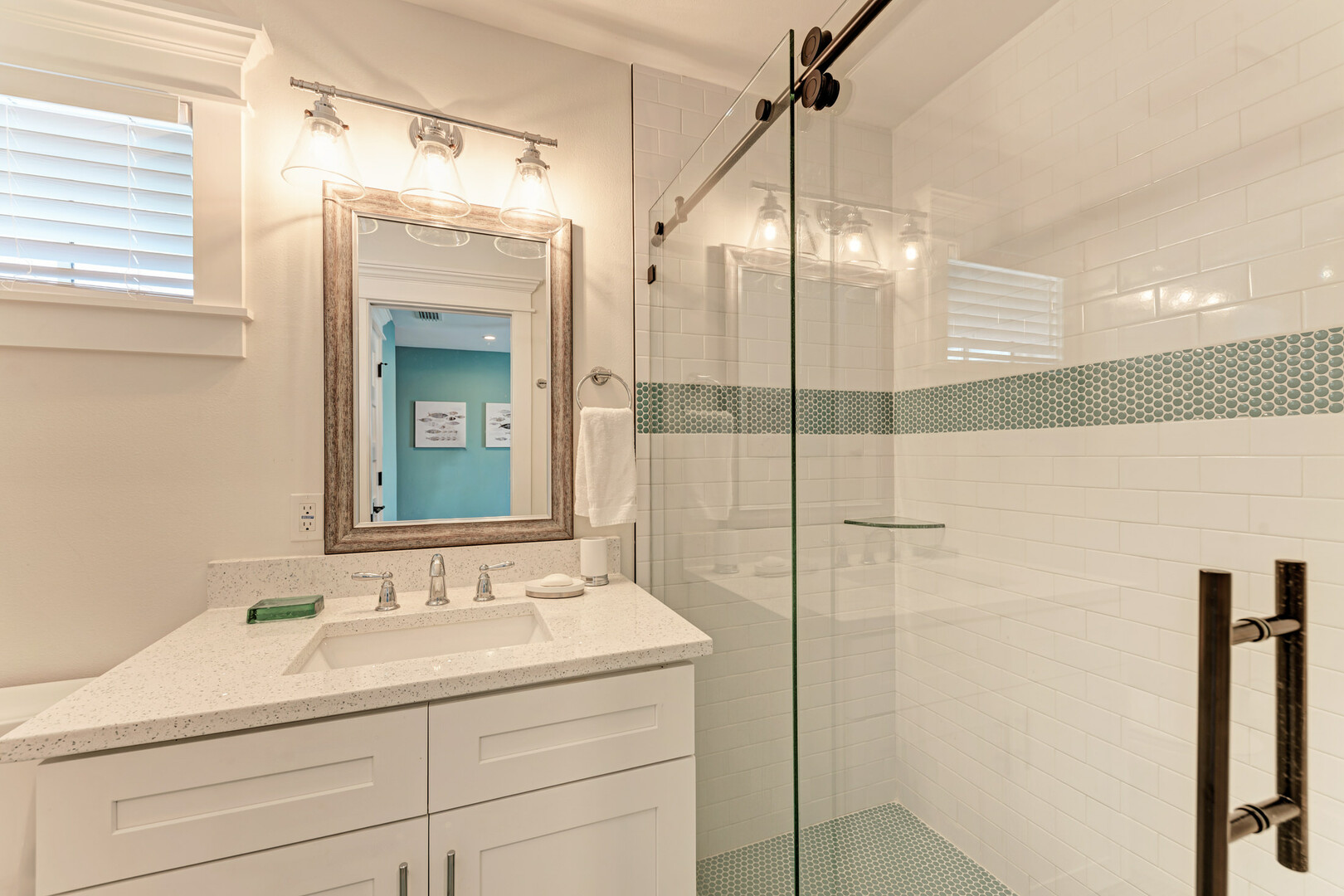 4 Sandpipers guest bathroom with shower