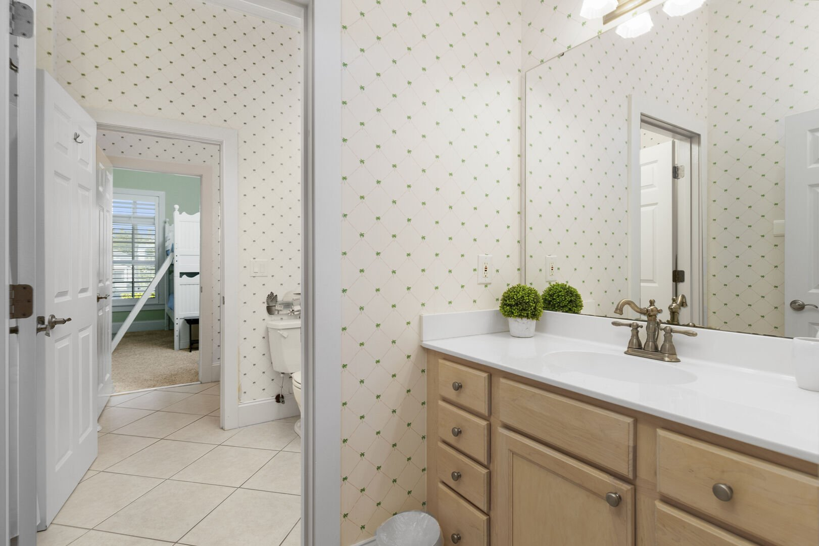 Shared Bathroom (King and Bunks) - Second Floor